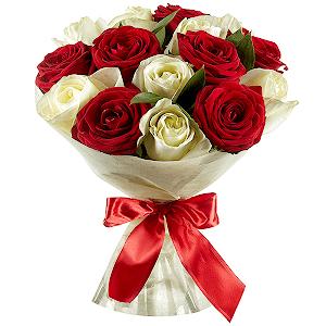 Букет из 15 красных и белых роз